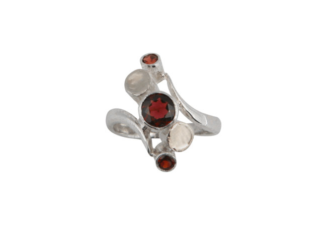 IT_Silver-With-Garnet-Ring_207