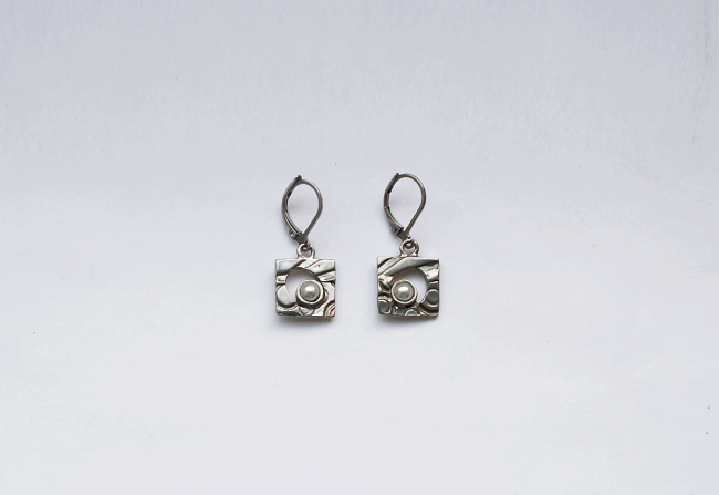 84Eb1_earrings-$40