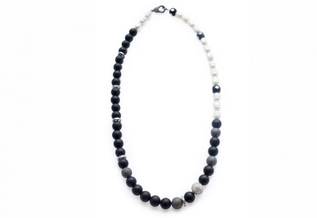 black-and-blue-necklace-b2
